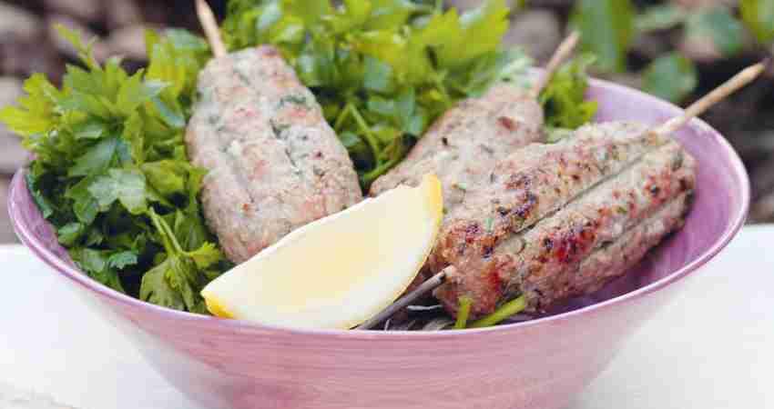 Кебаб из говядины с зеленью и тимьяном