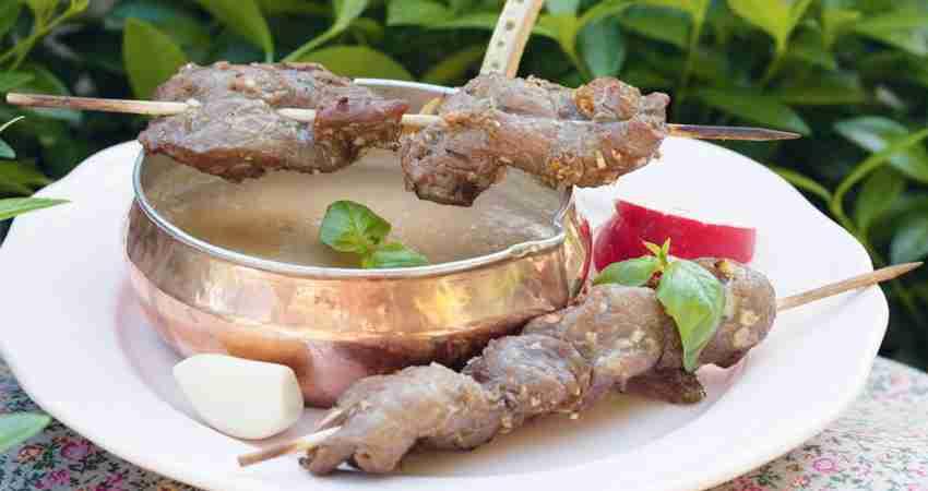 Шашлык из говядины с арахисовым соусом