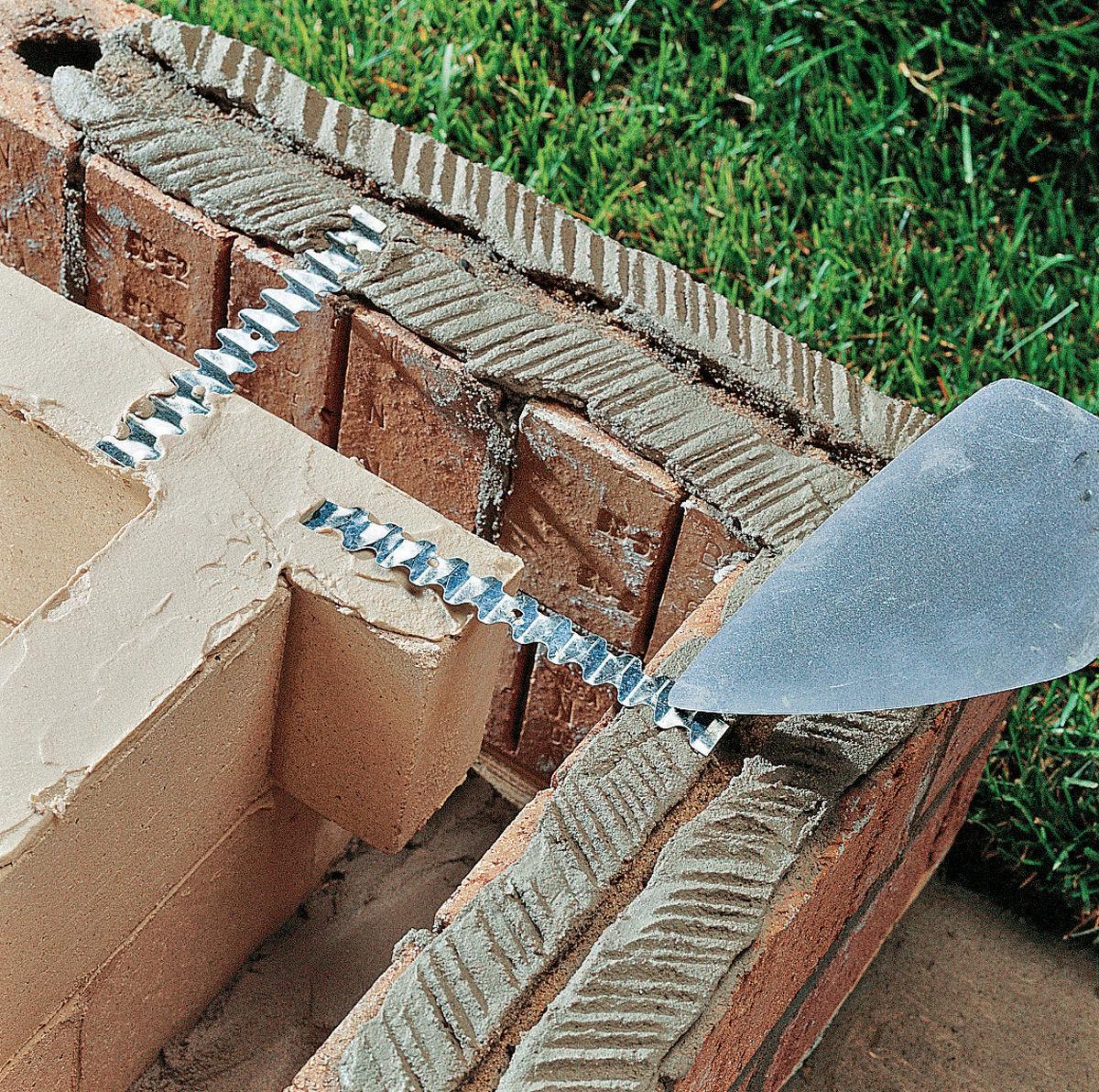 Гибкие связи наружной и внутренней стен мангал-гриль из кирпича