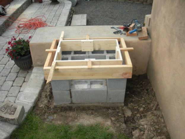 Опалубка бортика мангала из блоков и кирпича