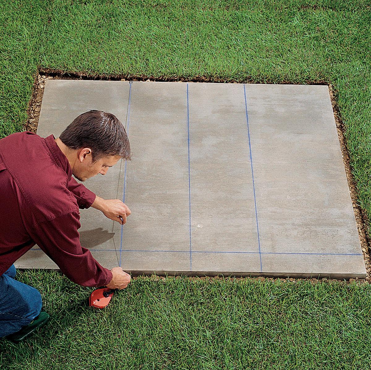 Разметка на фундаменте мангал-гриль из кирпича