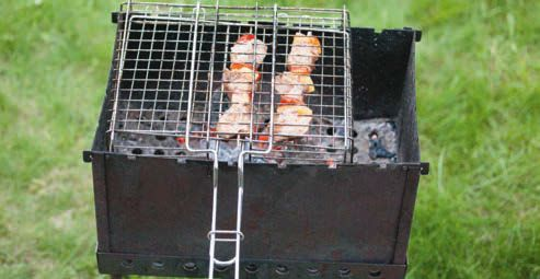 Готовим шашлык в сетке для гриля
