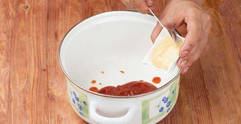 Добавляем томатный соус и мед
