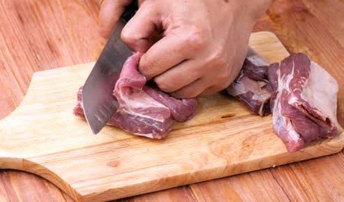 Разделать ребра на порции